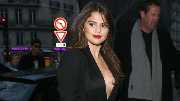 Selena gomez aparece sin ropa interior el hit guate radio for Modelos sin ropa interior