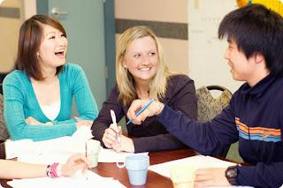 """Các trung tâm học tiếng Anh tại Hà Nội: Vì sao người lớn """"ngó lơ"""" tiếng Anh? (Phần 2)"""