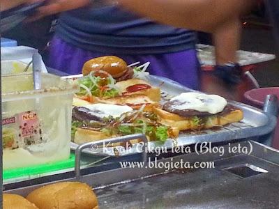 Burger sedap, Food Phorn, Food Review, BURGER DAN OBLONG BIG BOSS SETIAWANGSA, Oblong, burger daging biasa tanpa sayur, Big Boss Burger, 5 sebab yang menarik hati saya membeli di stall Big Boss Burger, anak muda Melayu, TIDAK MEROKOK, benci rokok, Adab dan kebersihan perlu dijaga, keberkatan, Big Boss, mesra pelanggan, sentiasa senyum, ramah, sokong peniaga muda bumiputra Melayu Islam, peniaga bumiputra
