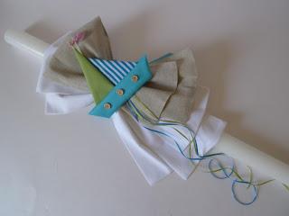 χειροποίητη λαμπάδα βάπτισης με γαλάζιο και πράσινο καραβάκι