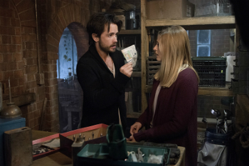 "Justin Chatwin and Megan Ketch in ""American Gothic"""