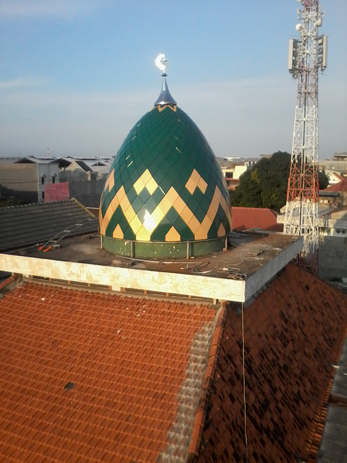 Panel enamel di Masjid 'Rangkah' Surabaya sukses