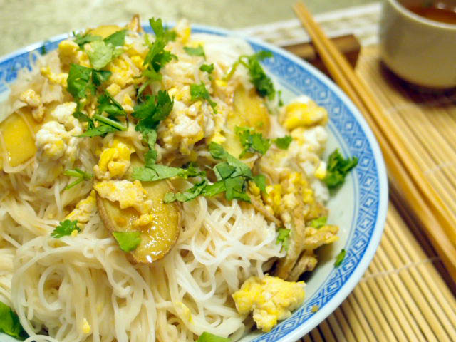 Guest Post: Ginger Sesame Seed Noodles - Manila Spoon