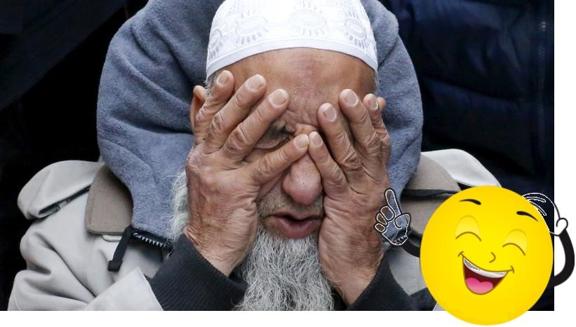 Un musulman prie lors de la manifestation anti-Trump à New-York, le 20 décembre 2016