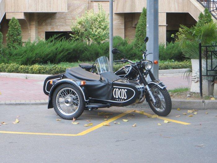 Черный мотоцикл Урал