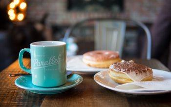 Wallpaper: Tiramisu & glazed donut