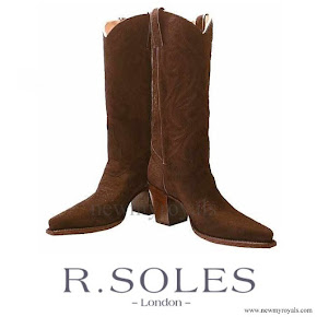 Kate Middleton wore R. Soles Virgi Cholocate Suede Boots