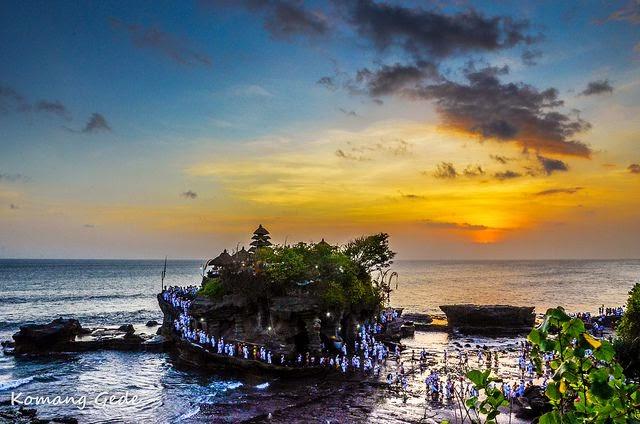 Pura Tanah Lot dan Sunset Bali - Indonesia