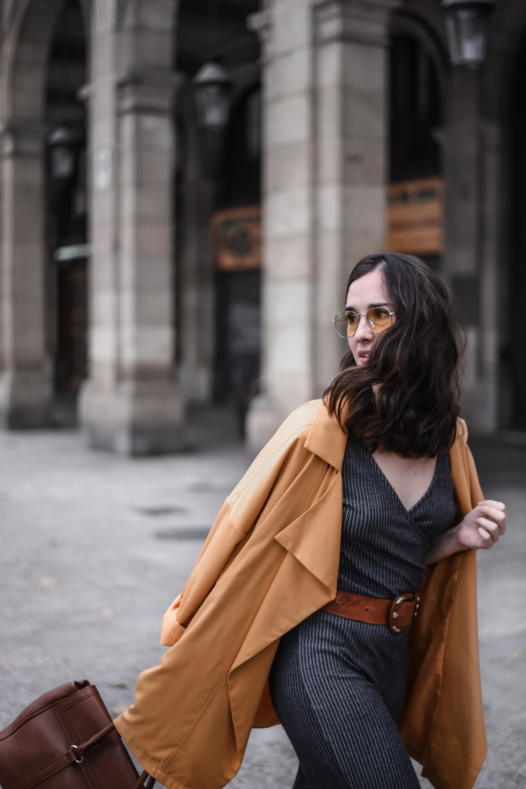 autumn_jumpsuit_street_style_yellow_sunglasses