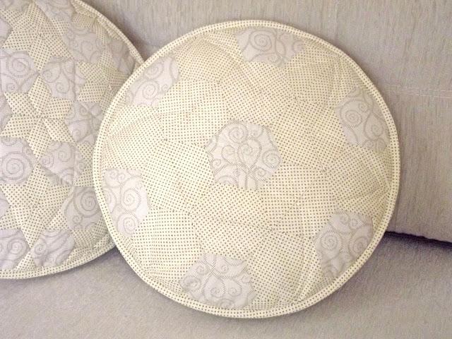 Pillows pouffes