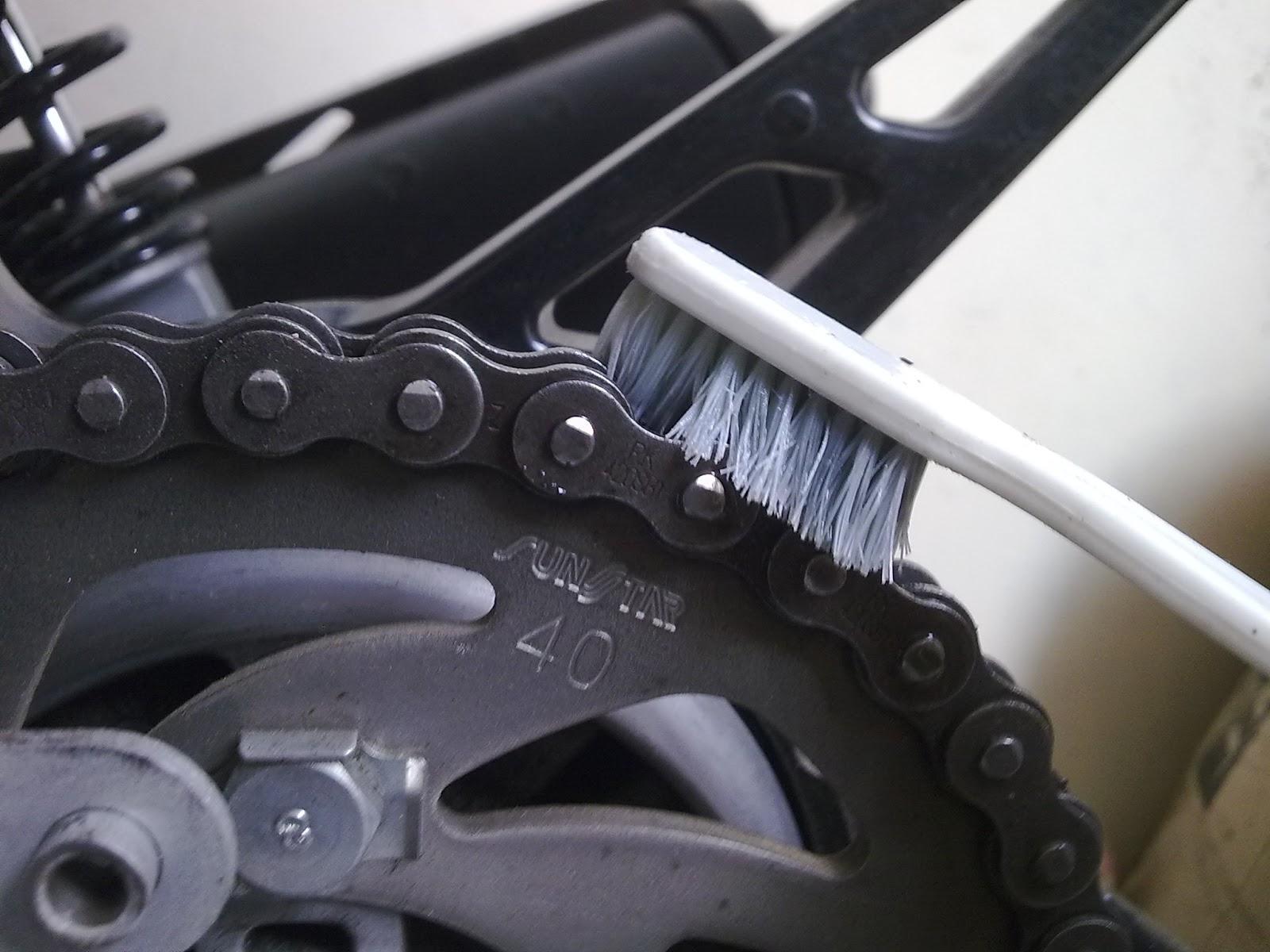 Ini Cara Membersihkan Rantai Sepeda Motor Ala Sobat Motor