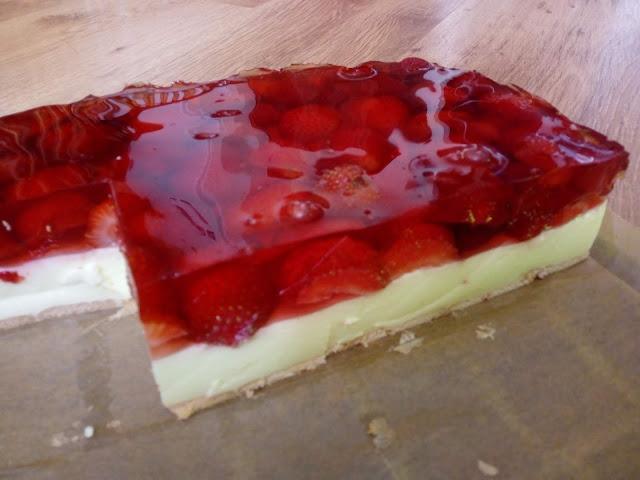 sernik na zimno z truskawkami sernik na zimno z sera z wiaderka sernik z galaretka ciasto z truskawkami ciasto na lato ciasto dla dzieci