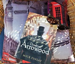 """Śledztwo w krainie ubogich, czyli recenzja powieści """"Detektyw Arrowood"""" - Mick Finlay."""