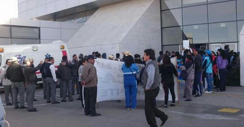 Docentes toman instalaciones de aeropuerto internacional Alfredo Rodríguez Ballón de Arequipa