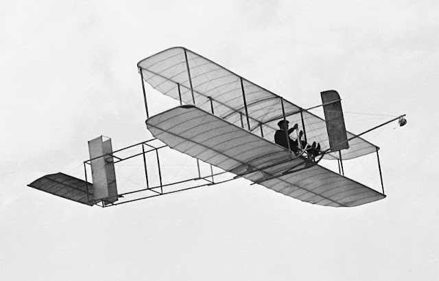 The 1911 glider by the Wright Brothers that stayed aloft for a record 10 minutes.