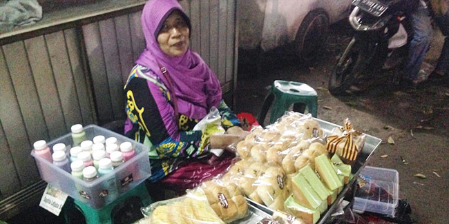 Suami Sakit, Saya Ikhlas Jualan Roti Untuk Ongkos Sekolah Anak