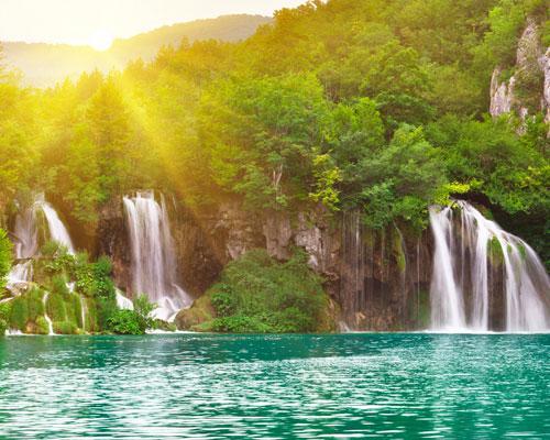 بحيرات بليتفيتش الكرواتية