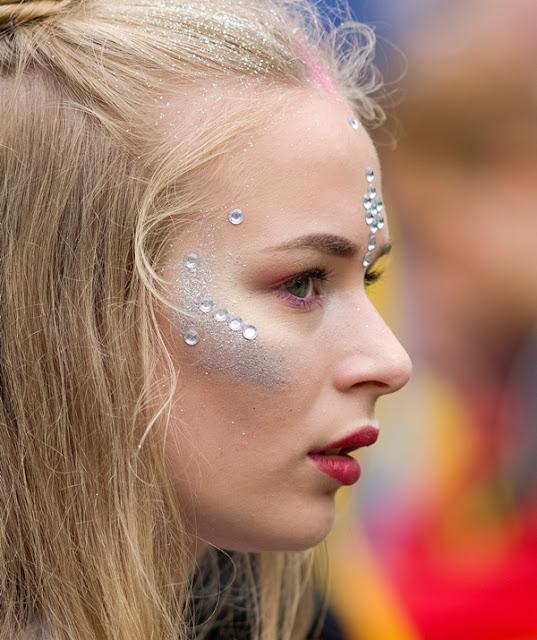 Dicas para sua maquiagem de carnaval glitter e pedrarias