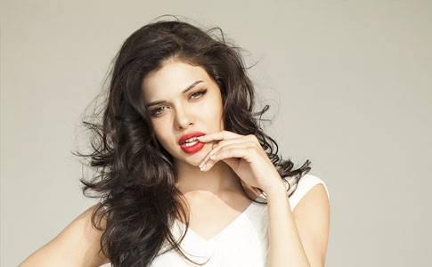 Sara Loren age, biography, religion, drama list, hot scene, hot, movies, wiki