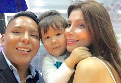 Foto de Milena Zárate feliz con su hija y ex pareja