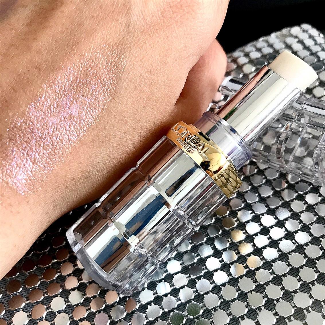 zdjęcie przedstawiające swatch pomadki L'Oreal Color Riche Shine 905 Bae