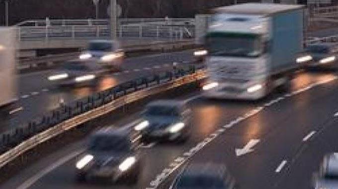 Teljes útlezárás az M5-ös autópályán: az útra borult egy kamion rakománya