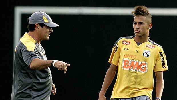 O Neymar mesmo reconhece isso. Até pela idade. O Messi (23 anos) jogou  mais 9cd5bf840e230