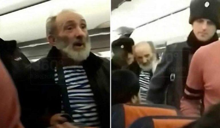 "Melihat Hantu di pesawat dan Berteriak ""Semua Akan Mati, kakek ini Membuat Penerbangan dibatalkan!"
