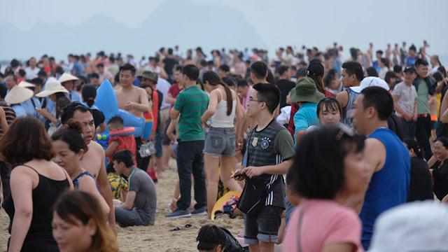 Bãi biển Bãi Cháy Hạ Long