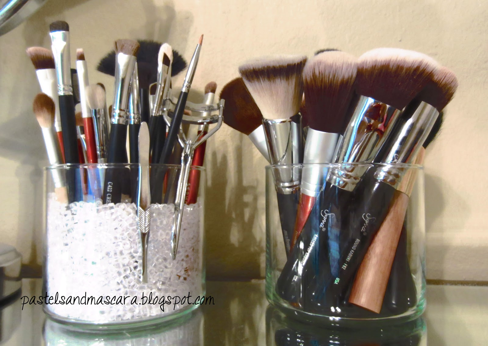 Mallory Blogs: diy: makeup brush holder