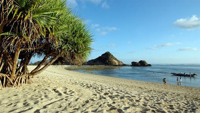 Objek Wisata Pantai Mandalika Lombok