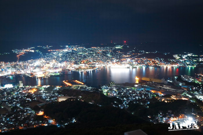 Vue nocturne sur Nagasaki, mont Inasa