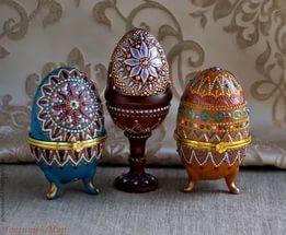 декоративные пасхальные яйца, из чего можно сделать пасхальное яйцо, пасхальные яйца своими руками пошагово, декоративные яйца с лентами, декоративные яйца с докупающем, декоративные яйца из бумаги, декоративные яйца из бисера, декоративные яйца в домашних условиях декоративные яйца идеи фото, пасхальные яйца картинки, пасхальные украшения своими руками пошагово, пасхальные сувениры, пасхальные подарки, своими руками, пасхальный декор, как сделать декор на пасху, пасхальный декор своими руками, красивый пасхальный декор в домашних условиях, Мастер-классы и идеи, Ажурное бумажное яйцо к Пасхе, Декоративные пасхальные яйца в виде фруктов и овощей,, «Драконьи» пасхальные яйца (МК) Идеи оформления пасхальных яиц и композиций, Имитация античного серебра на пасхальных яйцах, Мозаичные яйца, Пасхальный декупаж от польской мастерицы Asket, Пасхальные мини-композиции в яичной скорлупе,, Пасхальные яйца в декоративной бумаге, Пасхальные яйца в технике декупаж, Пасхальные яйца, оплетенные бисером, Пасхальные яйца, оплетенные нитками, Пасхальные яйца с ботаническим декупажем, Пасхальные яйца с марками, Пасхальные яйца с тесемками и ленточками, Пасхальные яйца с юмором, Скрапбукинговые пасхальные яйца, Точечная роспись декоративных пасхальных яиц, Украшение пасхальных яиц гофрированной бумагой, Яйцо пасхальное с ландышами из бисера и бусин, Декоративные пасхальные яйца: идеи оформления и мастер-классы,