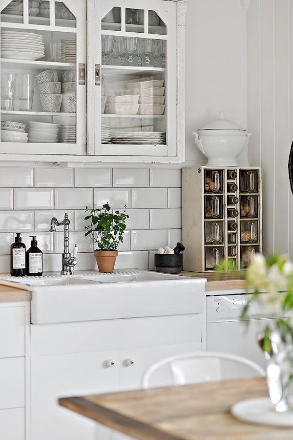 cocina blanca nordica baldosas metro blanca tiles cocina rustica estilo nordico escandinavo interiorismo barcelona alquimia deco