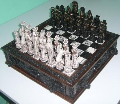 Foto de ajedrez antiguo de españoles e indios