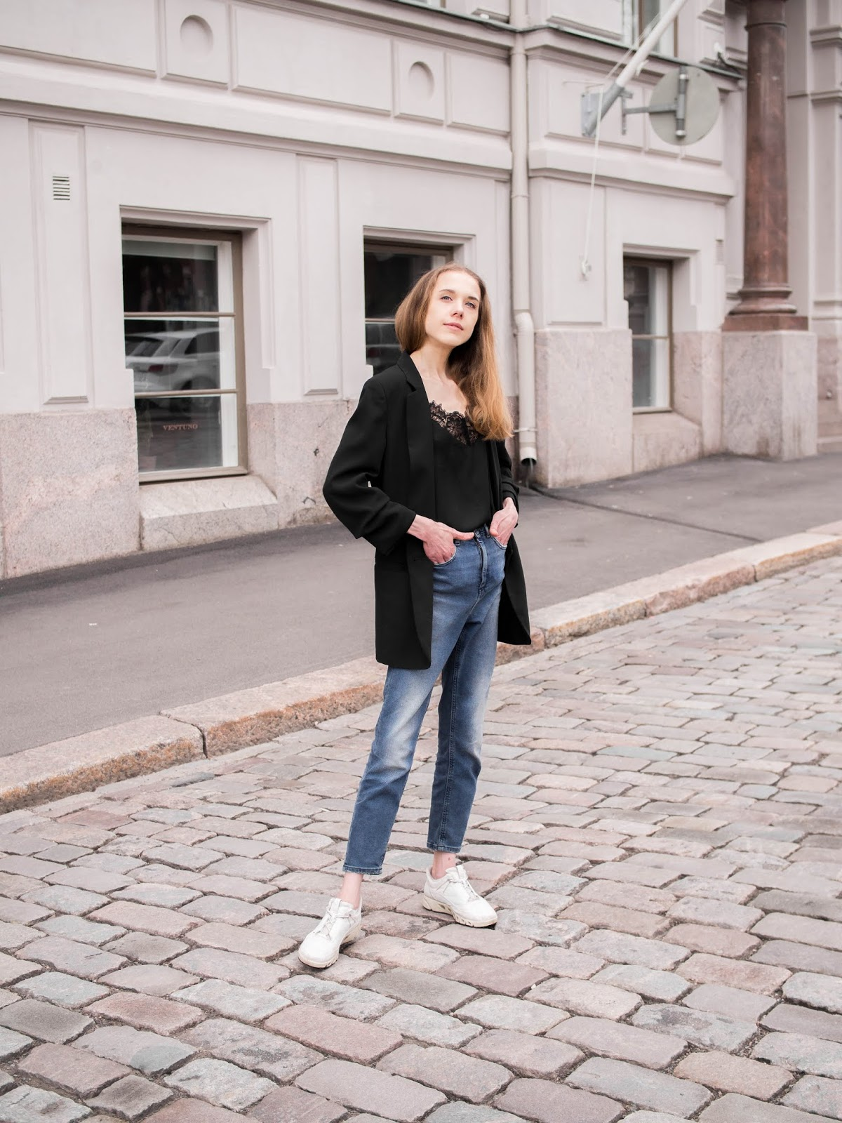 Living alone + outfit with mom jeans and blazer - Yksin asuminen + asu mutsifarkkujen ja bleiserin kanssa