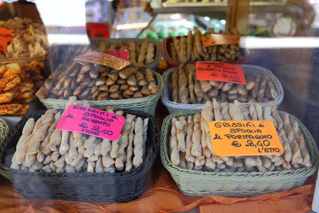 Grissini in una panetteria di Torino