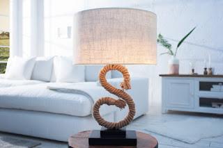 Designova stolní lampa s lana.