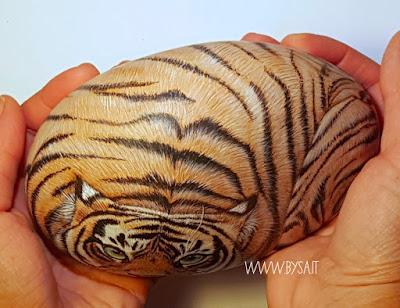 Tigre-dipinta-su-sasso-di-mare-bysa