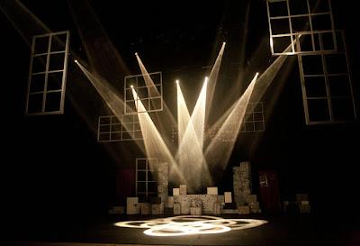 Escenario y luces de teatro