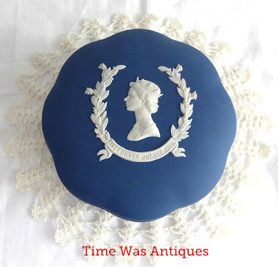 https://timewasantiques.net/collections/queen-eliabeth-ii/products/queen-elizabeth-ii-wedgwood-jasperware-powder-box-silver-jubilee-1977-dark-blue