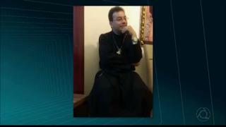 Padre morto com 29 facadas manteve relação sexual com suspeito, diz delegado