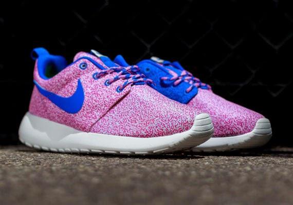 2955f36df1e1 ... australia nike roshe run hyper pink hyper cobalt university blue 131ba  b73f5