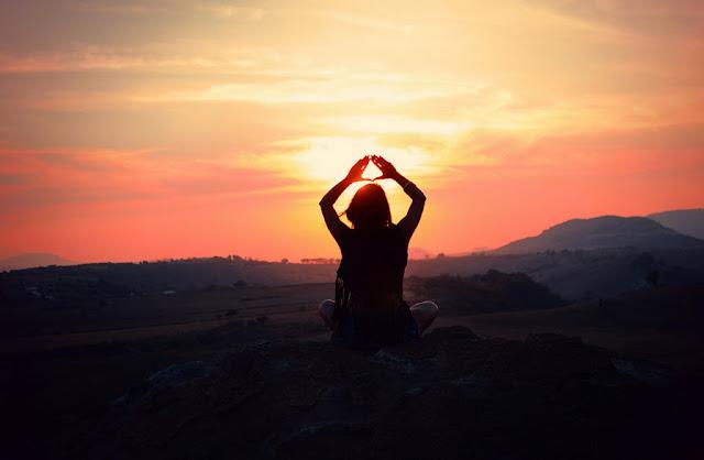 Chuỗi tư thế Chào mặt trời và những lợi ích vàng đến cơ thể người tập