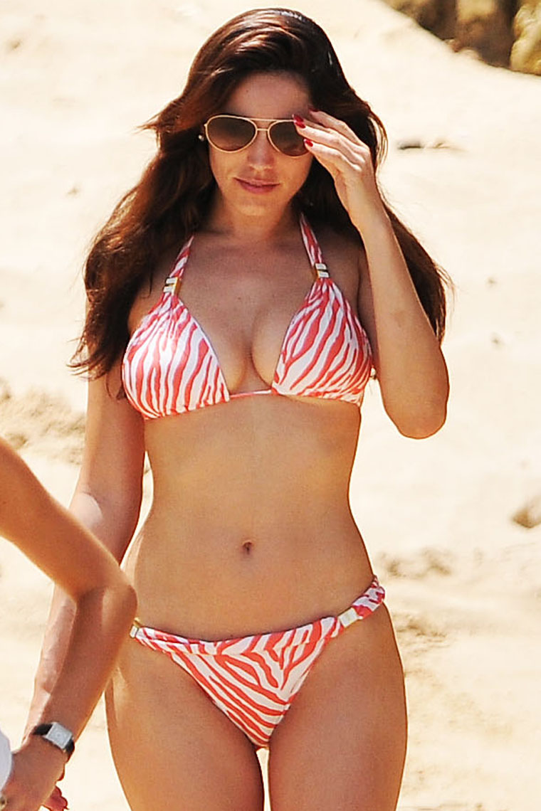 Kelly Brook Hottest Bikini Images