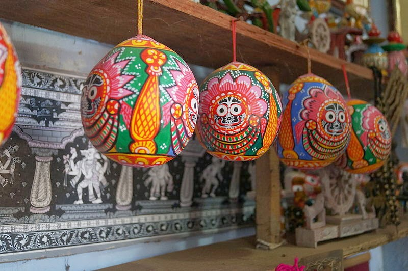 The vibrant colors on the betel nuts depicting the Lord Jagannatha and his siblings, Image:Revanthv552, Wikipedia