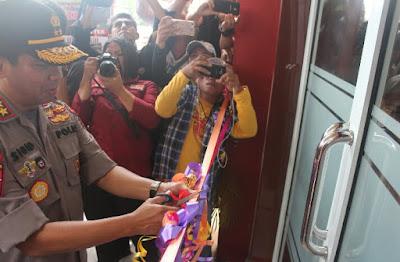 "Kapolda Sulut Gunting Pita, Resmikan Graha Pelayanan Terpadu ""Endra Dharmalaksana"" Polres Minsel"
