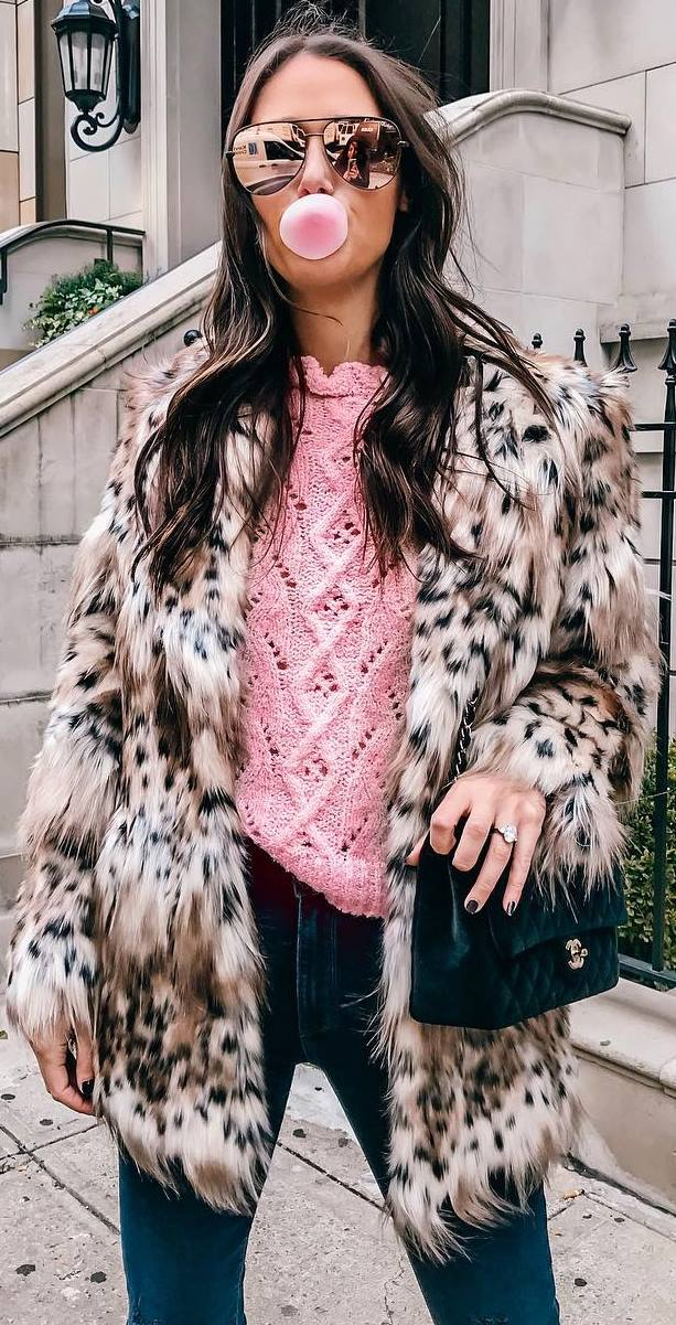 what to wear with a fur jacket : pink knit sweater + bag + jeans
