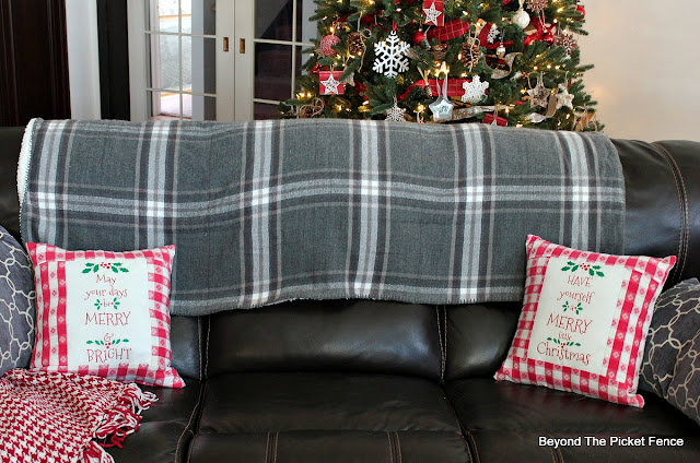 farmhouse Christmas, pillows, fabric transfers, Merry and Bright, https://goo.gl/gFRphU