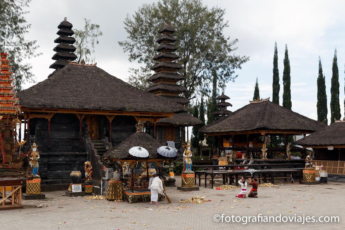 Kintamani y templo Pura Ulun Danu Batur en Bali